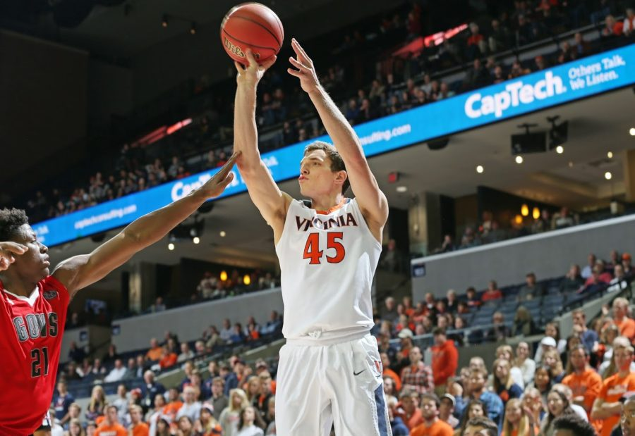 Austin+Katstra+puts+up+a+bucket+against+the+Austin+Peay+Governors+on+Nov.+13%2C+2017.+Katstra+scored+three+points+during+his+first+time+playing+for+the+Hoos.++